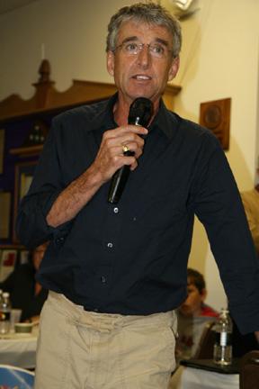 Honorary Race Chairman, Frank Shorter spoke at the pastadinner.